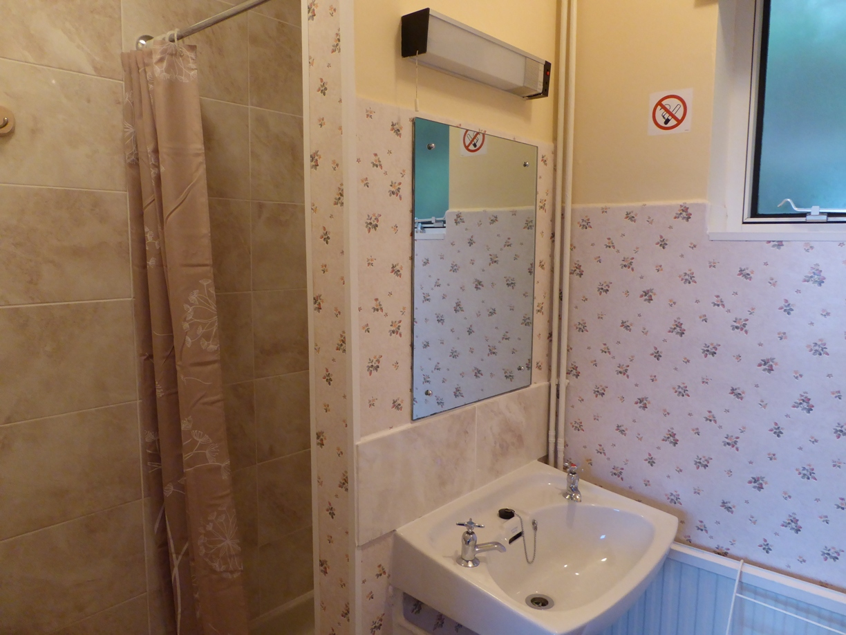 Aber cottage shower